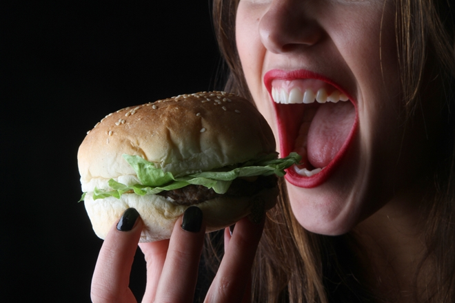 negative effects of fast food Quickly made, quickly served, quickly eaten that's fast food in six simple words, although in reality, perhaps badly made, poorly served, quickly eaten is a more appropriate summary.