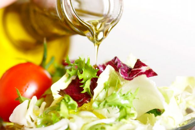 A Spoonful of Healthy Oil Makes The Nutrients Absorbed